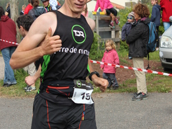 <a href='/uploaded/photo/trail-2015-arrivees-et-podiums-557acd5ef287a.jpg' style='color : #fff;'>(Télécharger)</a>