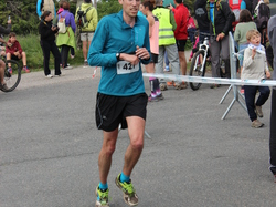 <a href='/uploaded/photo/trail-2015-arrivees-et-podiums-557acd9dec0dd.jpg' style='color : #fff;'>(Télécharger)</a>