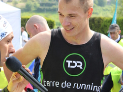 <a href='/uploaded/photo/trail-2015-arrivees-et-podiums-557acdf0853f0.jpg' style='color : #fff;'>(Télécharger)</a>