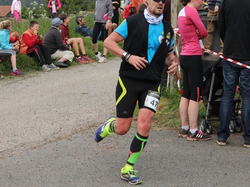 <a href='/uploaded/photo/trail-2015-arrivees-et-podiums-55842d1dd3fe4.jpg' style='color : #fff;'>(Télécharger)</a>