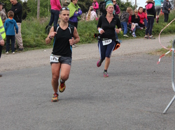 <a href='/uploaded/photo/trail-2015-arrivees-et-podiums-558430d37f458.jpg' style='color : #fff;'>(Télécharger)</a>
