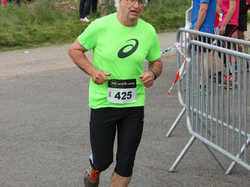 <a href='/uploaded/photo/trail-2015-arrivees-et-podiums-559f679006337.jpg' style='color : #fff;'>(Télécharger)</a>