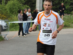 <a href='/uploaded/photo/trail-2015-arrivees-et-podiums-559f6a71681fb.jpg' style='color : #fff;'>(Télécharger)</a>
