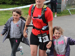 <a href='/uploaded/photo/trail-2015-arrivees-et-podiums-559f6a79df51a.jpg' style='color : #fff;'>(Télécharger)</a>