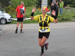 <a href='/uploaded/photo/trail-2015-arrivees-et-podiums-559f6ac296edd.jpg' style='color : #fff;'>(Télécharger)</a>