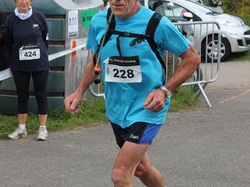 <a href='/uploaded/photo/trail-2015-arrivees-et-podiums-559f6ac9d7315.jpg' style='color : #fff;'>(Télécharger)</a>