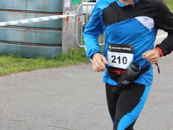 <a href='/uploaded/photo/trail-2015-arrivees-et-podiums-559f6ec63bef5.jpg' style='color : #fff;'>(Télécharger)</a>