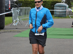 <a href='/uploaded/photo/trail-2015-arrivees-et-podiums-559f6f99e6d55.jpg' style='color : #fff;'>(Télécharger)</a>
