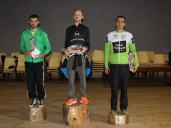 <a href='/uploaded/photo/trail-2015-arrivees-et-podiums-559f7195a5634.jpg' style='color : #fff;'>(Télécharger)</a>