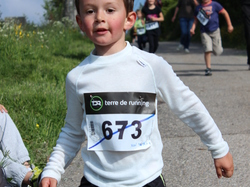 <a href='/uploaded/photo/trail-2015-courses-enfants-557a83daa6610.jpg' style='color : #fff;'>(Télécharger)</a>