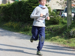 <a href='/uploaded/photo/trail-2015-courses-enfants-557a8c62be9cd.jpg' style='color : #fff;'>(Télécharger)</a>